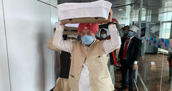 पुरी ने काबुल से लाए गए श्री गुरु ग्रंथ साहिब के तीन पवित्र स्वरूपों को प्राप्त किया