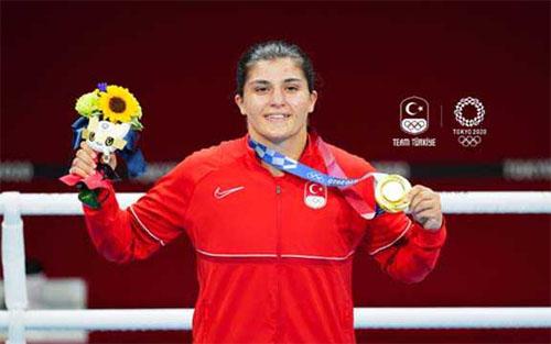 बुसनेज सुरमेनेली ने महिला वेल्टरवेट (64-69 किग्रा) में जीता स्वर्ण