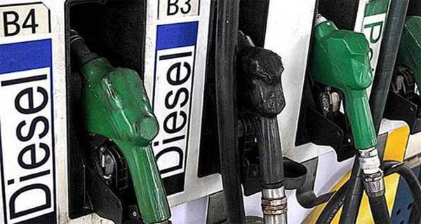 35वें दिन पेट्रोल हुआ 20 पैसे सस्ता, डीजल में भी 20 पैसे की कमी